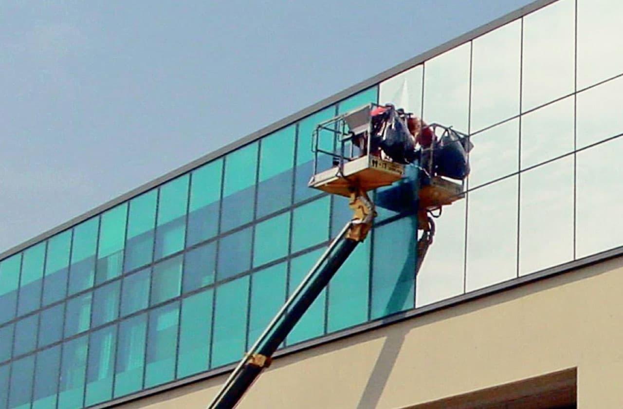 Montera skyddsfilm fönster