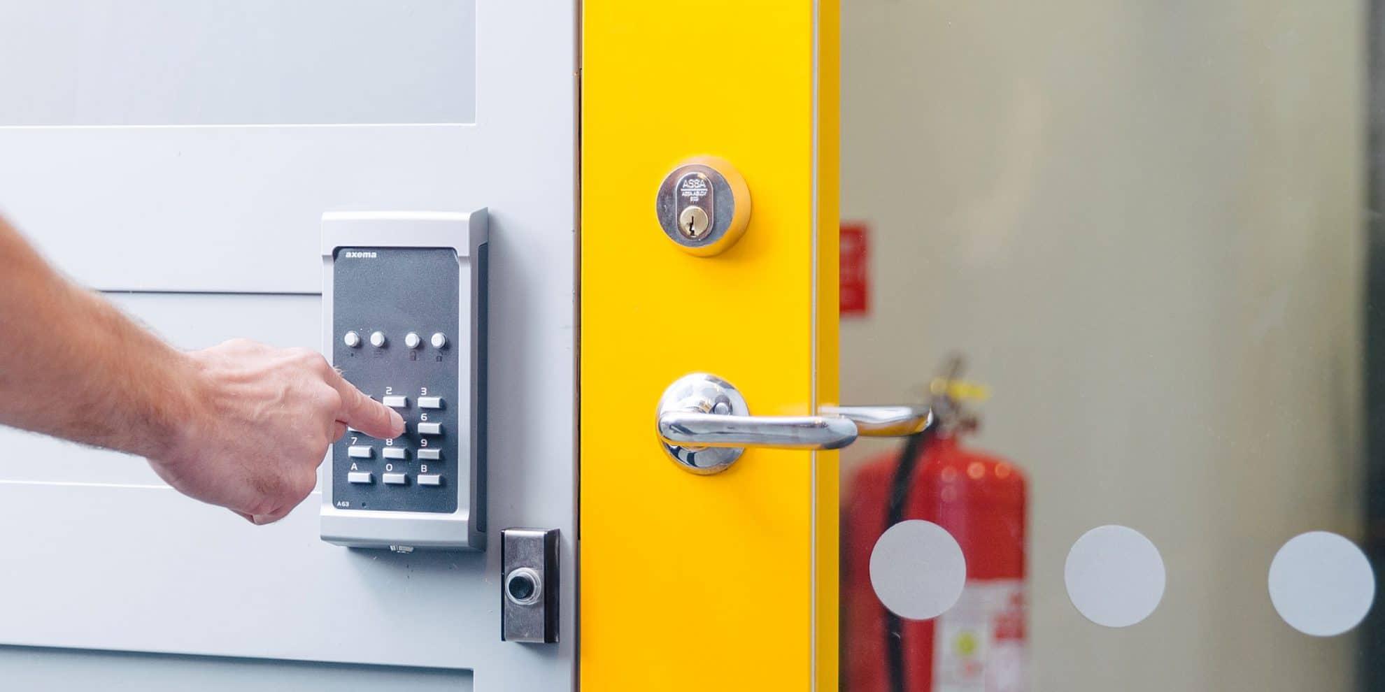 Bra Dörr med lås och kodlås - SafeTeam TB-83