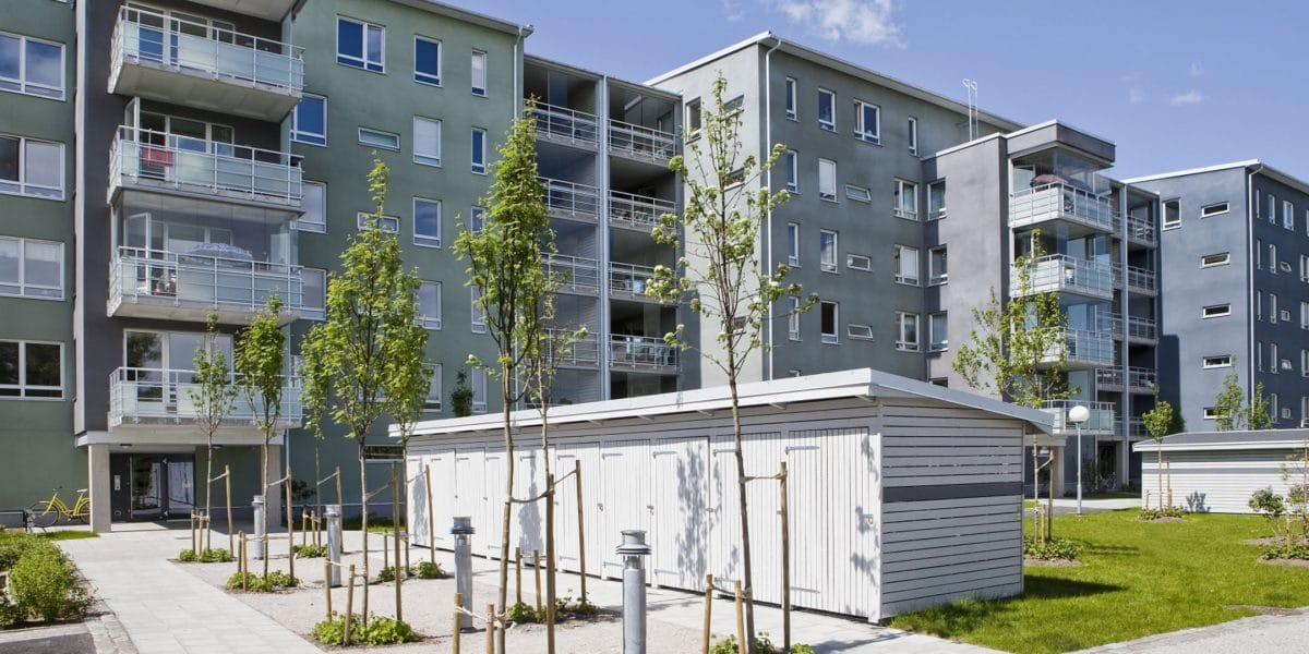 Lägenhetshus med dörrlås och passersystem.