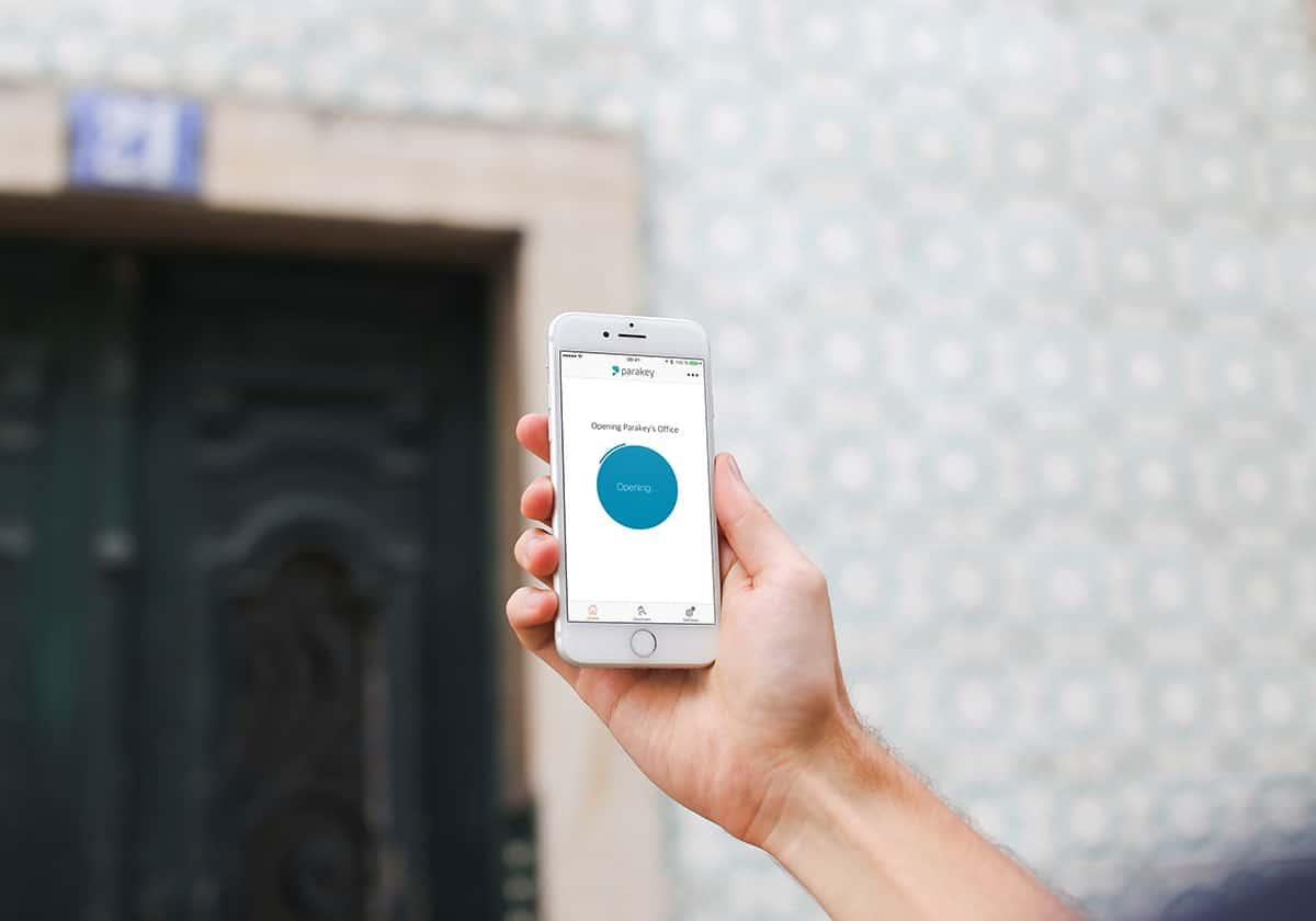 Digitala dörrlås låser upp dörren med mobilen